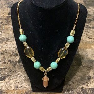 Jewelry - 🥰Gold andGreen beaded necklace🥰